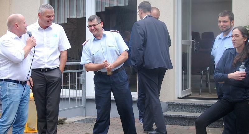 Dieses Bild hat ein leeres Alt-Attribut. Der Dateiname ist Feuerwehr-Jübar-Innenminister-Holger-Stahlknecht-a.jpg